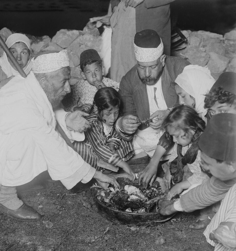 Samaritan Passover, family eating Passover sacrifice, Photo 1890