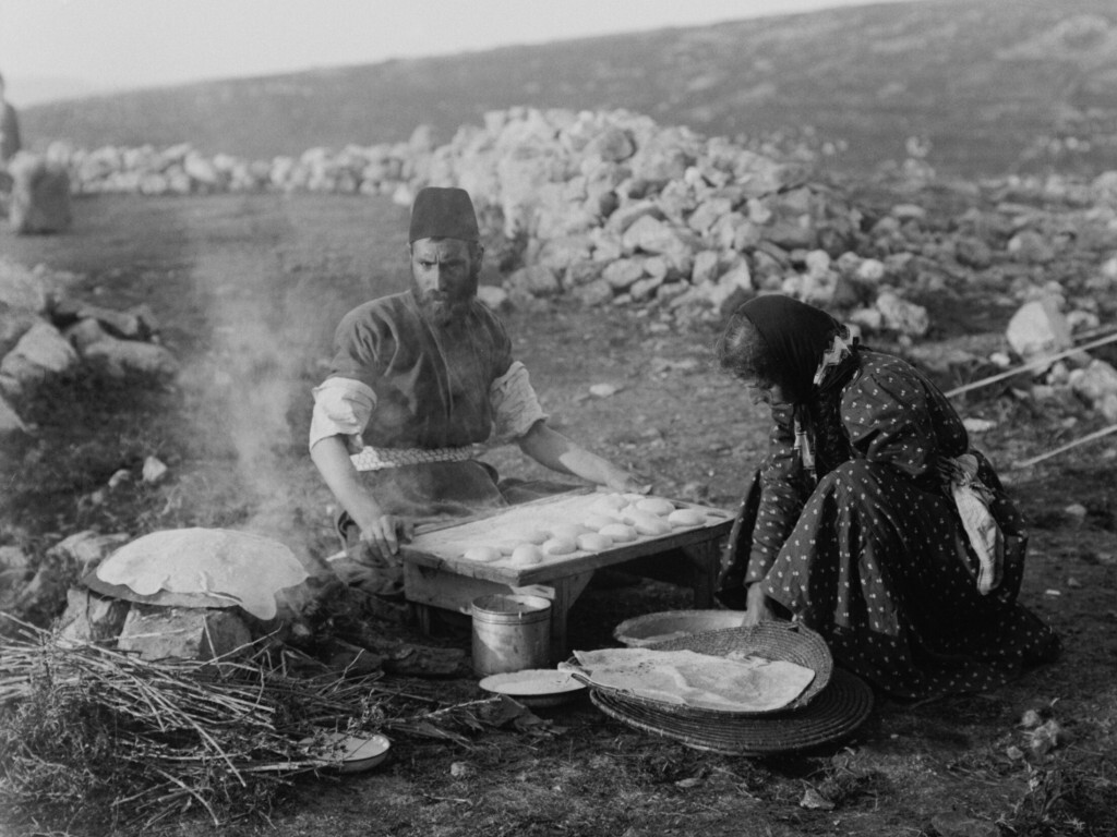 Samaritan Passover, baking unleavened bread, Photo 1890