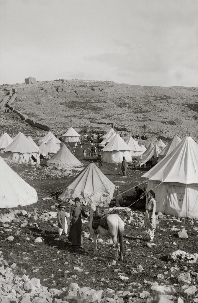Samaritan Passover, Photo 1890 encampment on Mount Gerizim,