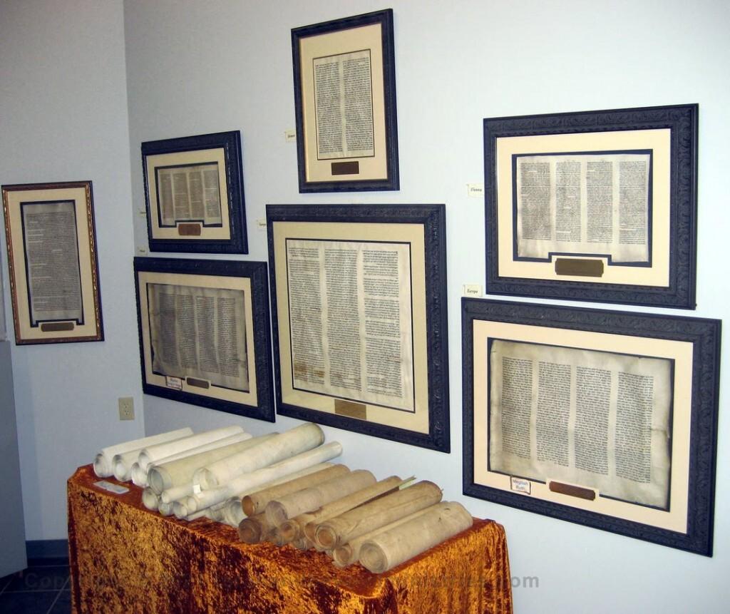 Framing Hebrew Manuscripts in The Scriptorium